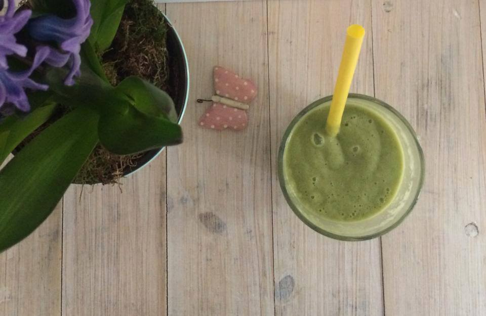 Green pineapple frozen smoothie